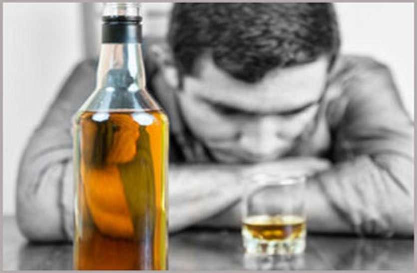 शराब के लिए पैसे नहीं दिए तो बेटे ने कर दी पिता की हत्या, इधर कैंसर पीडि़त युवक ने की आत्महत्या