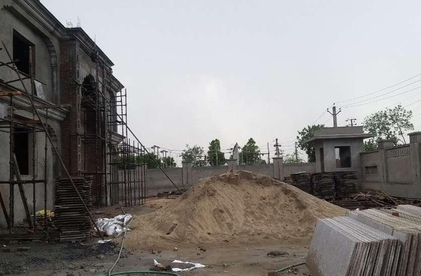भीलवाड़ा भाजपा कार्यालय बन रहा है अवैध बजरी से