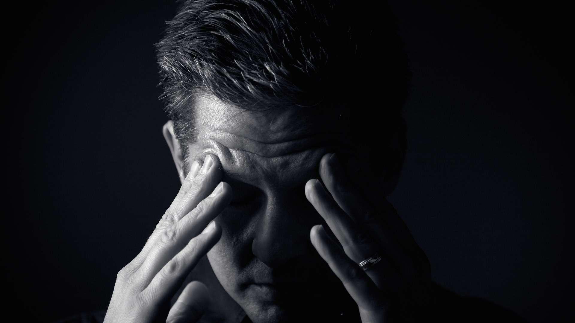 कितना जानते हैं आप डिप्रेशन के बारे में? उदासी और एंग्ज़ायटी से कैसे अलग है? इन तरीकों से रखें खुद को डिप्रेशन से दूर