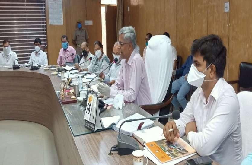 लखीमपुर खीरी को बाढ़ की विभीषिका से बचाने को डीएम ने बनाई रणनीति