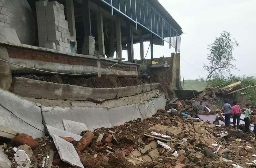 मंडीदीप में कारखाने की दीवार ढही, दो बच्चे एक महिला घायल