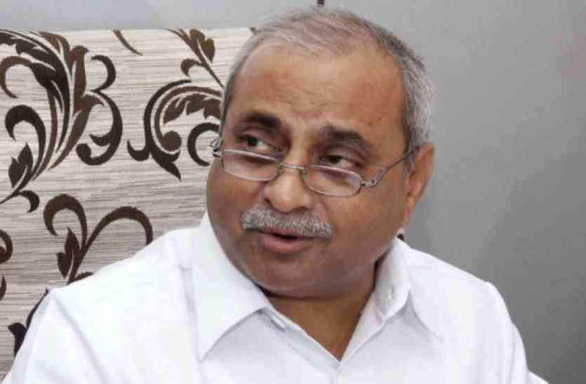 Gujarat: ' आठ नदियों में छोड़ा नर्मदा का पानी'