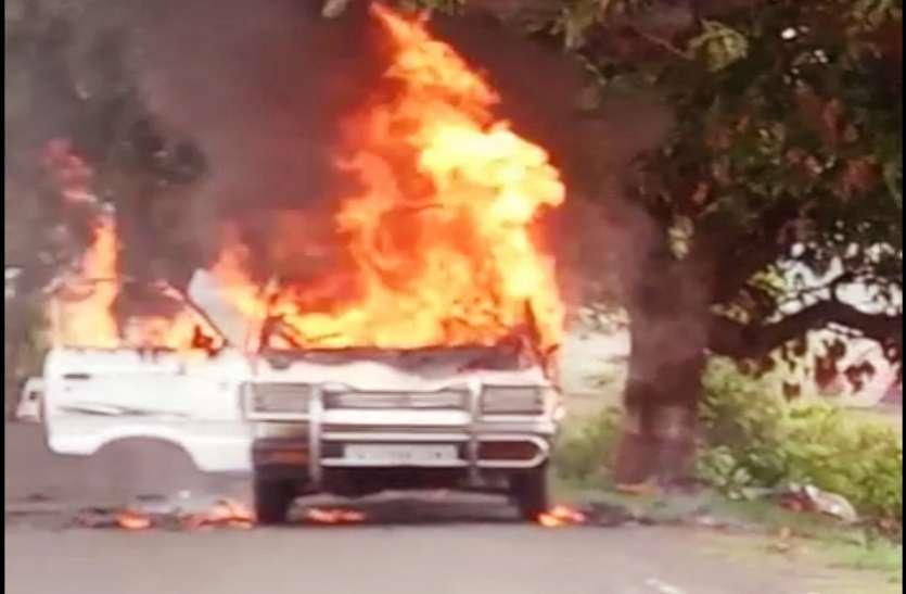 Gujarat:  चलती कार में लगी आग