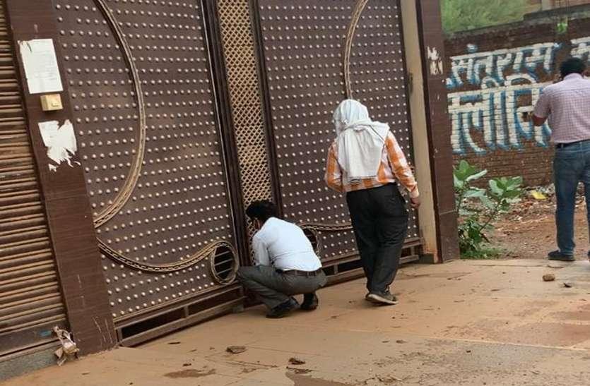 कांग्रेस सरकार के माफिया दमन अभियान में सील डर्बी होटल का खोल दिया ताला
