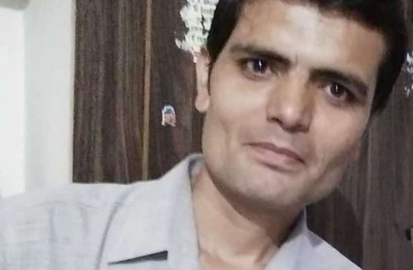 कोचिंग क्लास के शिक्षक ने फंदे से लटककर की आत्महत्या