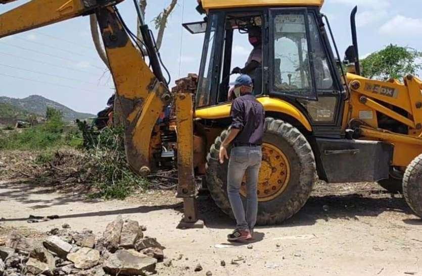 उदयपुर में 16 बीघा सरकारी जमीन से हटाए कब्जे