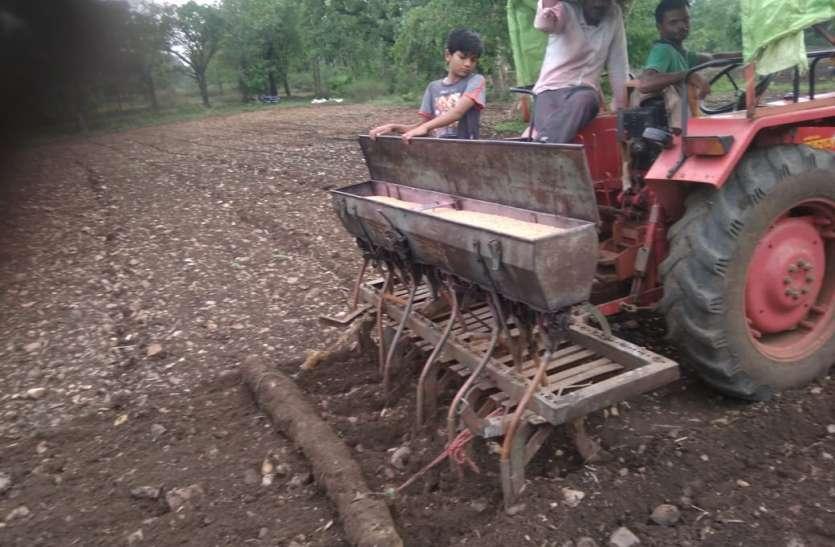किसानों को प्रति हेक्टेयर 51 रुपए अतिरिक्त डीजल पर करना पड़ रहा खर्च
