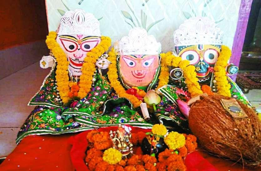 पूजा-अर्चना कर मंदिर परिसर में ही भगवान जगन्नाथ को कराया भ्रमण