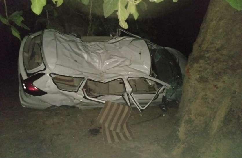 तेज रफ्तार कार अनियंत्रित होकर पेड़ से टकराई, दो की मौत