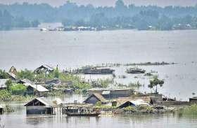 असम में भारी बारिश से ब्रह्मपुत्र सहित अन्य नदियां खतरे के निशान पर