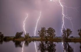 भारी बारिश के दौरान वज्रपात का कहर, 85 लोगों की मौत, दर्जनों झुलसे, मौसम विभाग का अलर्ट जारी