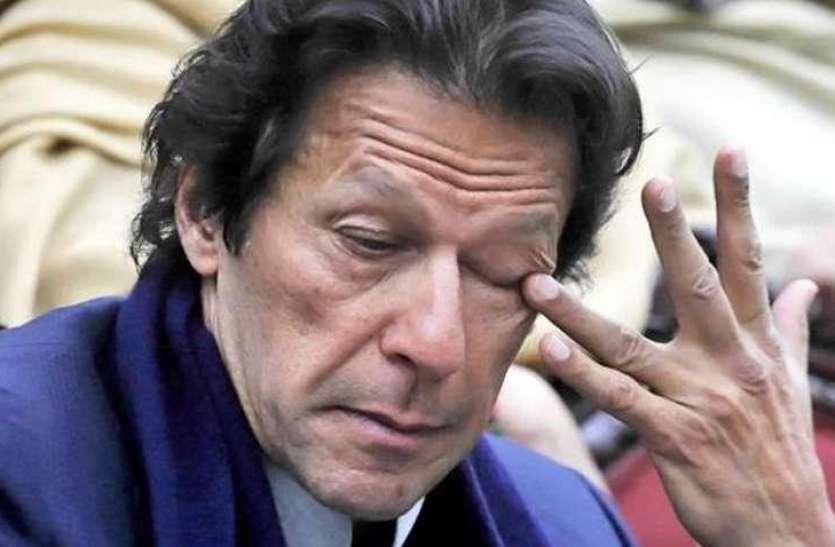 PAK नेताओं से भी कम हैं PM Imran Khan की तनख्वाह, Salary Slip देखकर हो जाएंगे दंग !