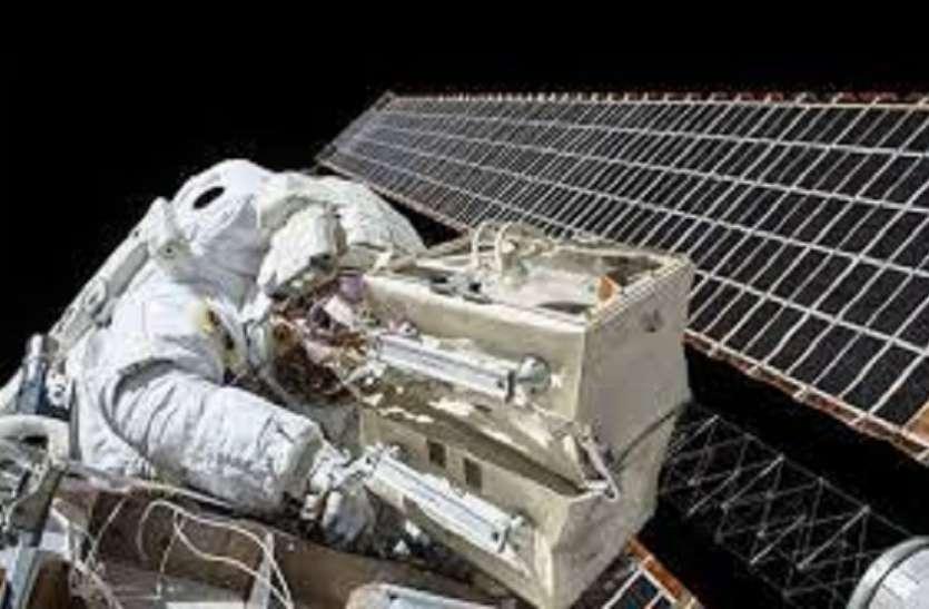 Russia 2023 तक पहली बार पर्यटकों को स्पेस वॉक के लिए ले जाएगा