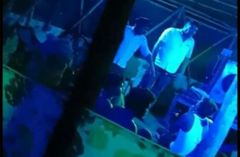 जिला पंचायत सदस्य के साथ रेत खदान में मारपीट का वीडियो हुआ वायरल