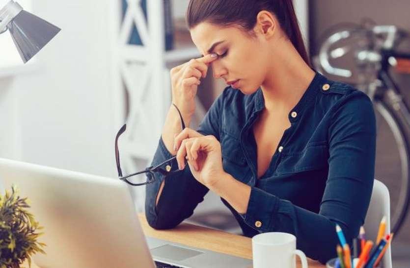 पुरुषों की तुलना में महिलाएं लगातार काम करने से अवसाद में आ जाती हैं
