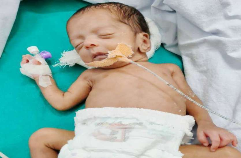 24 हफ्ते में पैदा हुआ अद्भुत बच्चा,डॉक्टर भी हुए हैरान,वजन 1430 ग्राम