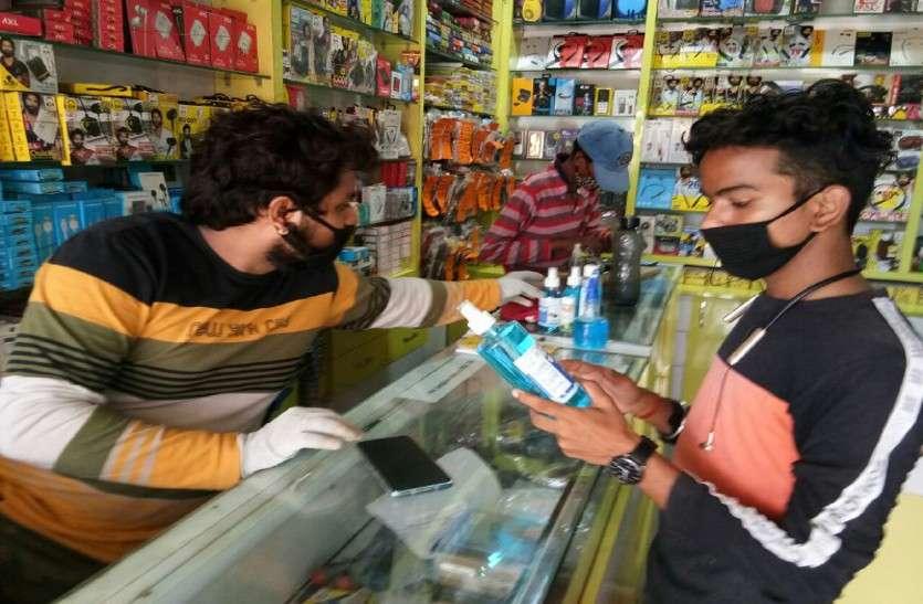 कोरोना का कहर : शहर में खुलेआम बिक रहे हैं डुप्लीकेट सेनेटाइजर