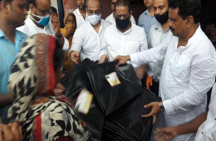BENGAL NEWS-अम्फान पीडि़तों को अस्थाई छत मुहैया कराने का प्रयास
