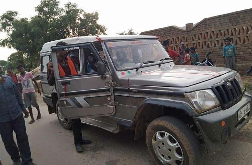 ट्रक की चपेट में आए दो की मौत, गुस्साए लोगों ने चकाजाम कर फूंका ट्रक