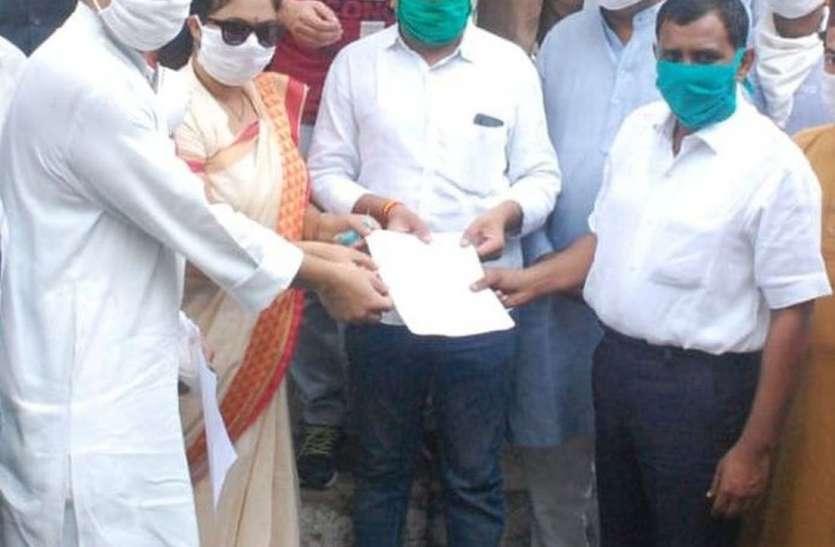 विधायक ने दी अधिकारियों को चेतावनी, हर मोहल्लें और गांव में करेगे सीएम का पुतला दहन