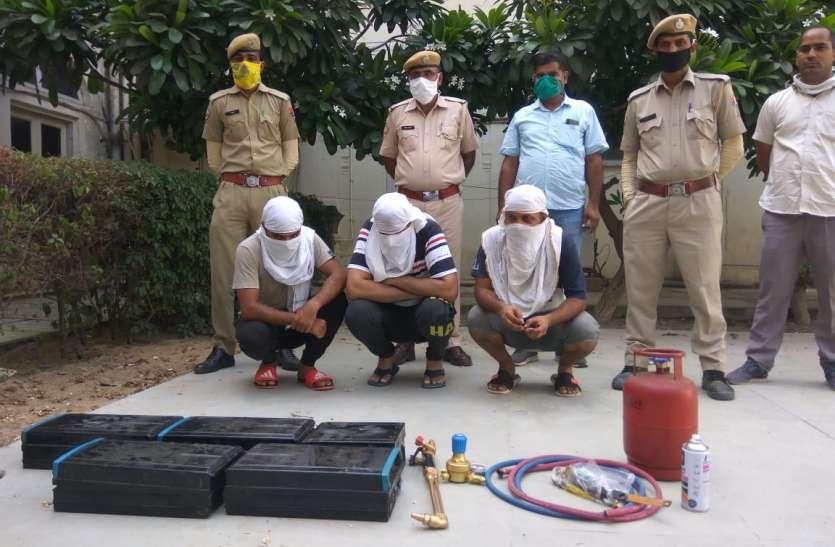 एटीएम मशीन काटने वाले तीन बदमाश गिरफ्तार