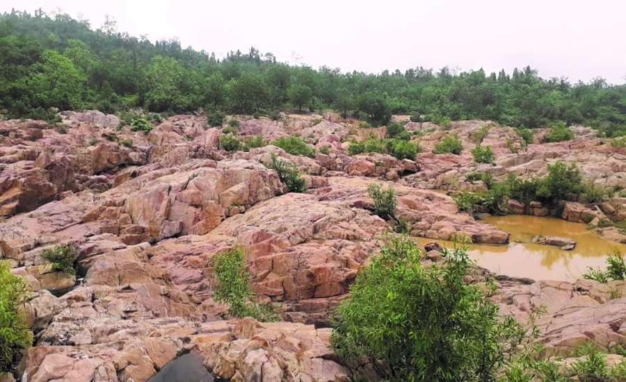 बारिश में बढ़ी पलटन घाट की खूबसूरती, बड़े लाल और काले पत्थरों का है यहां अद्भुत संयोजन
