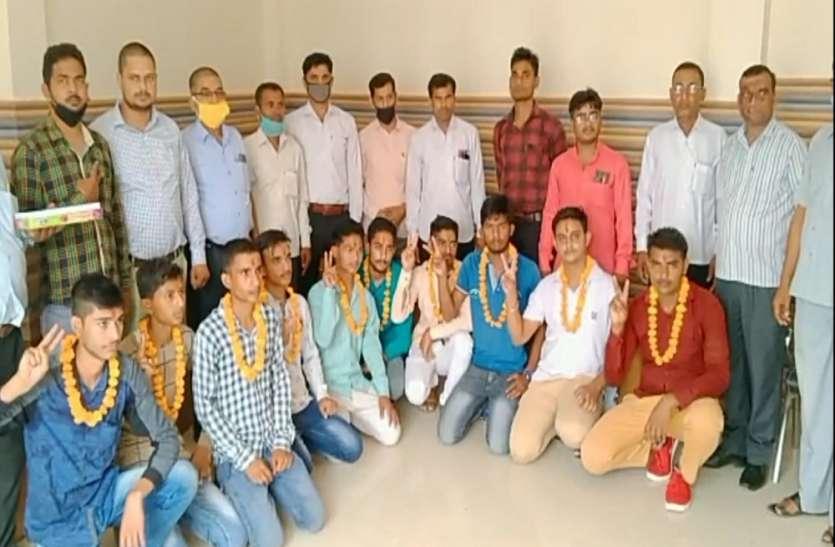 मेधावी छात्र छात्राओं को यहां इस तरह किया गया सम्मानित, मुख्य अतिथि ने कहा कि यही बच्चे....