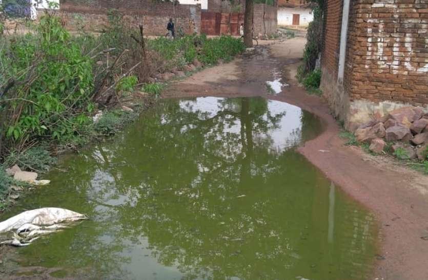 शहर की कॉलोनियों और गांव में भरा गंदा पानी