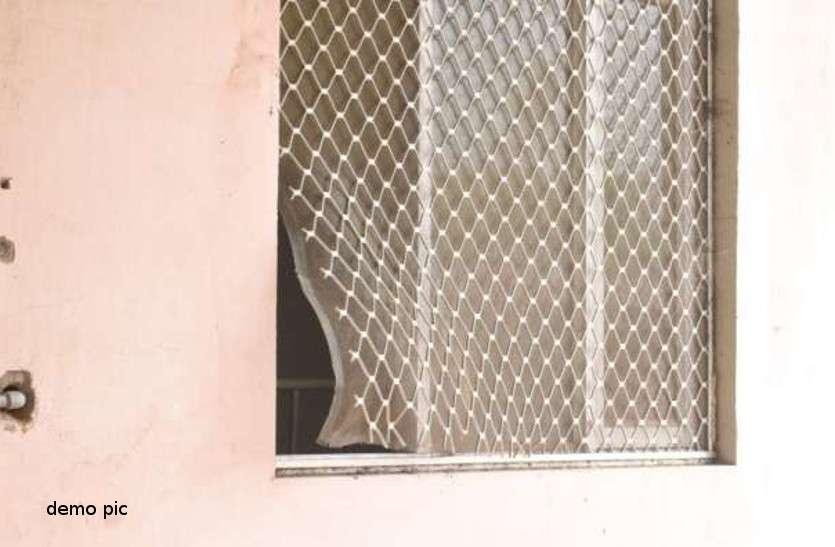 जेल प्रशासन की लापरवाही उजागर, जेल के आइसोलेशन वार्ड की जाली काटकर भागे दो बंदी
