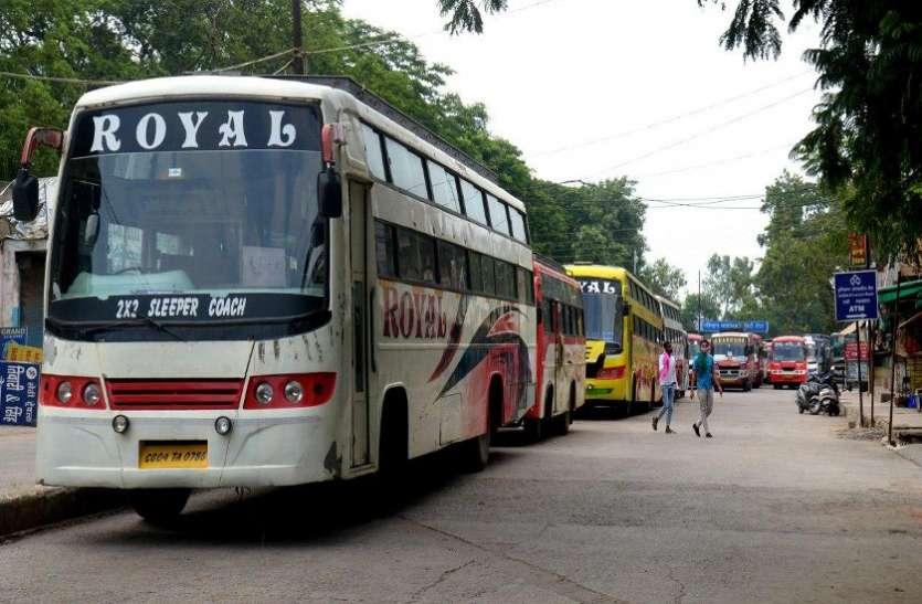 बसों के बंद होने से २० लाख यात्रियों की जिंदगी थमी