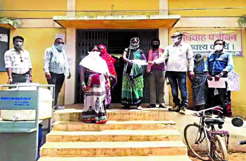 संक्रमण फैलने का बना है डर, नगर के सब्जी विक्रेताओं ने बाहरी लोगों के प्रवेश पर रोक लगाने की रखी मांग ...