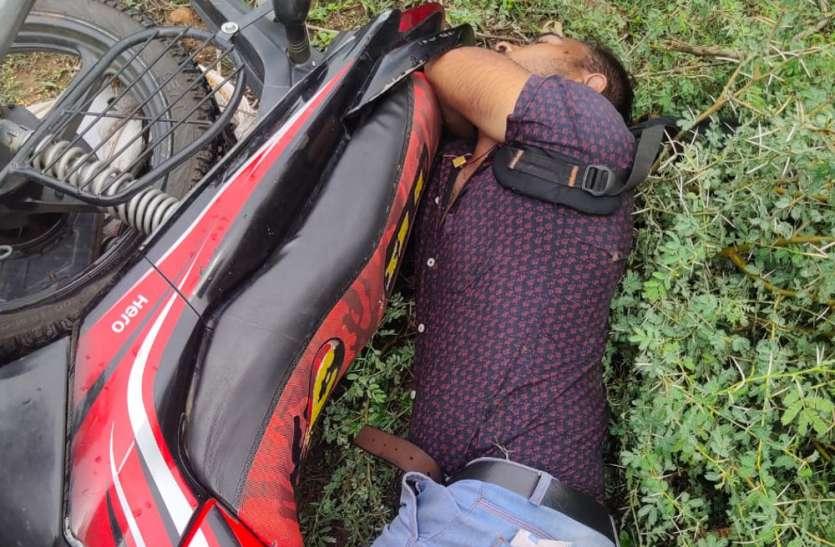 घर जाते समय आकाशीय बिजली गिरने से हुई बाइक सवार की मौत