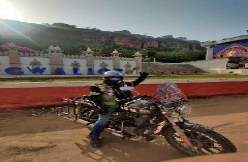 मणिपुर में पहाड़ी से गिरे, फिरभी नहीं टूटा हौसला, हेलमेट पहनने का संदेश देने अंश घूम रहे भारत