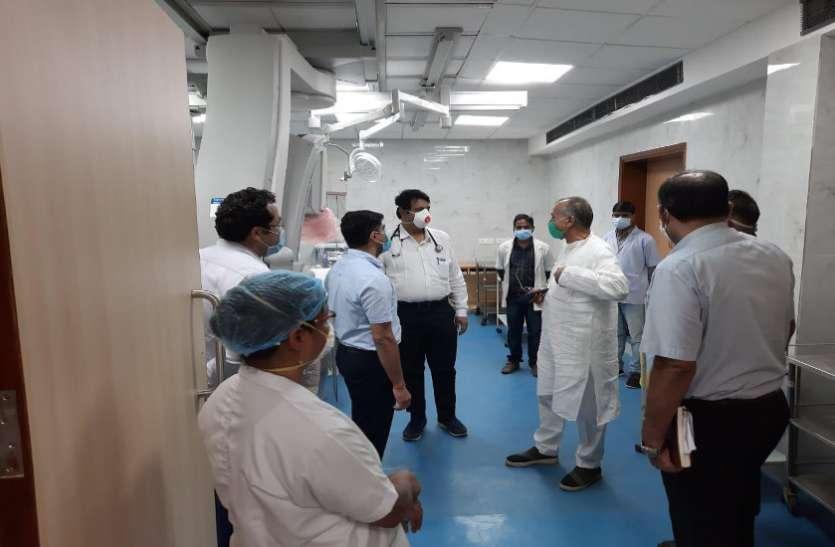 आंबेडकर अस्पताल पहुंचे गृहमंत्री ताम्रध्वज साहू, निर्माण कार्य जल्द पूरा करने दिए निर्देश