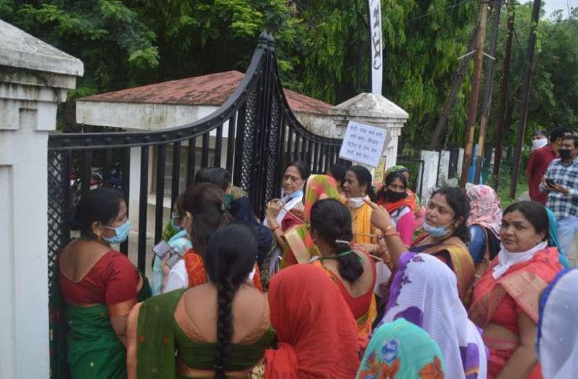 डीजल-पेट्रोल की बढ़ती कीमतों पर महिला कांग्रेस ने किया विरोध प्रदर्शन