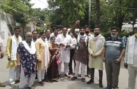 मोदी सरकार ने पेट्रोल पर 23 रु और डीजल पर 28 रु के उत्पाद शुल्क की बढ़ोतरी की: कांग्रेस