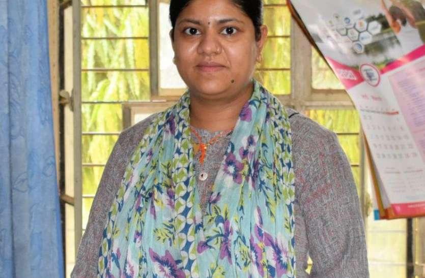 Doctor's Day : 7 माह की गर्भवती महिला चिकित्सक निभा रही ड्यूूूटी का फर्ज