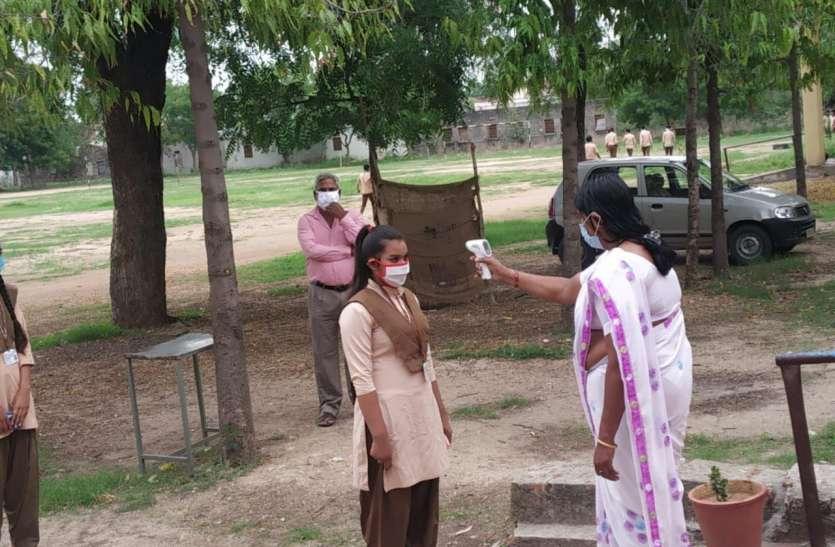 कोरोना संक्रमण के बीच हुई राजस्थान बोर्ड की शेष परीक्षाएं , सोशल डिस्टेंसिंग का रखा ख्याल