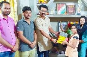 दंतेवाड़ा नक्सली हमले में शहीद परिवार के साथ हिंदू जागरण मंच, शहीद की पत्नी को मिली नौकरी