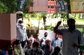 Mirza International Unit-1 का श्रमिक श्रमायुक्त व डीएम कार्यालय के बीच पेंडुलम की भांति झूल रहा
