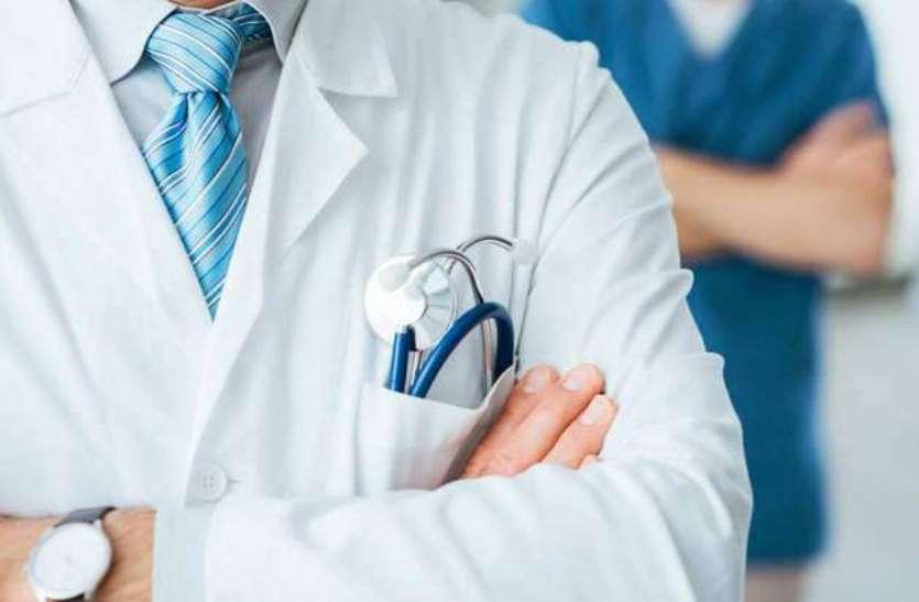 डॉक्टर डे : साधन-संसाधनों की कमी में भी जुटे हुए हैं जी- जान से डॉक्टर