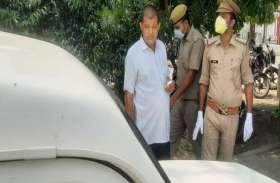 मेरठ में दिन दहाड़े सरकारी अफसर से एक लाख रुपये की लूट