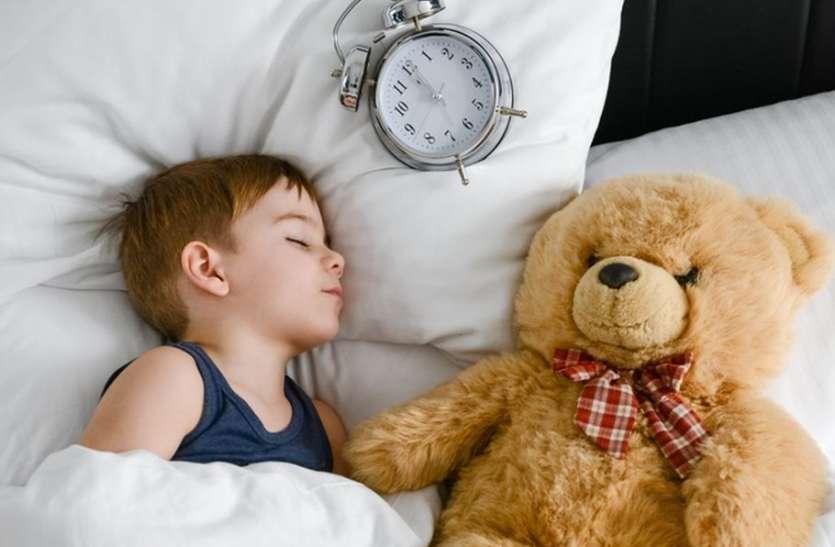 Photo of 1970 में जन्मे बच्चों की तुलना में 2001 में जन्मे बच्चों की नींद 30 मिनट काम हुयी