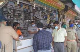 बिना मास्क व सेनिटाइजर के मिले दुकानदारों पर जुर्माना
