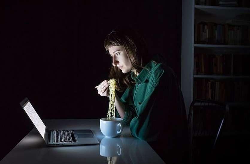 Photo of स्मार्टफोन से दूरी बनाइए, तनाव की प्रमुख वजह बनता जा रहा है मोबाइल