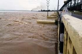 गंगा व कोसी में पानी बढऩे से तटबंधों में होने लगा कटाव