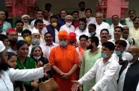 कोरोना काल में नव नियुक्त सपा जिलाध्यक्ष का हुआ जोरदार स्वागत, भाजपा पर साधा निशाना