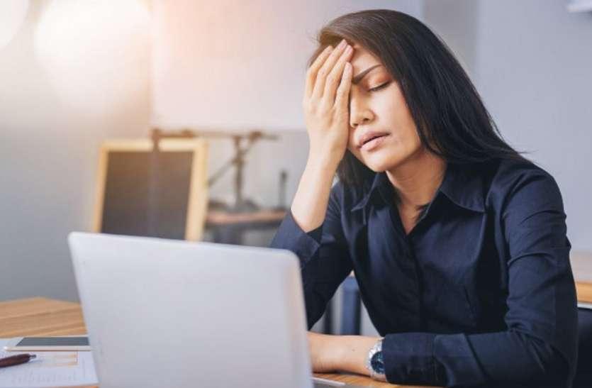 Eye Pain Appears When Working On Laptop, Is Easily Relieved - लैपटॉप पर काम  करते हुए आंखों में होने लगता है दर्द, तो आंखों को ऐसे दिलाएं आसानी से  सुकून | Patrika News