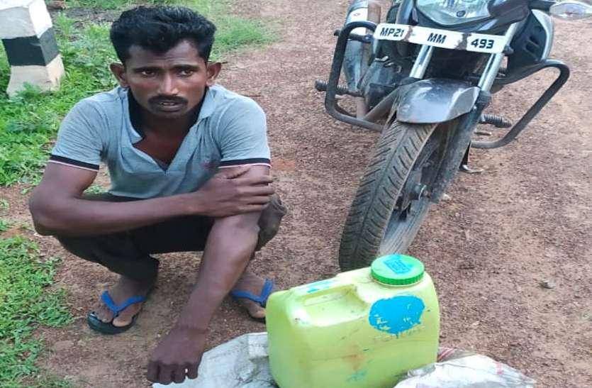 Excise department catches Mathura with twenty liters of liquor