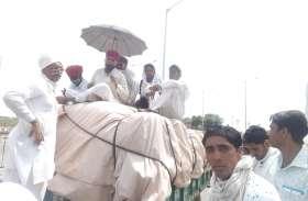 चना खरीद नहीं होने से नाराज किसानों ने किया दिल्ली कूच, 150 ट्रैक्टर लेकर निकले, रास्ते में पुलिस ने रोका